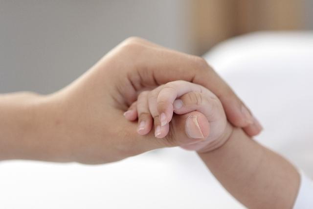 不倫で妊娠した子供、産むか産まないか人生の選択