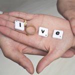 hands-1022212_640