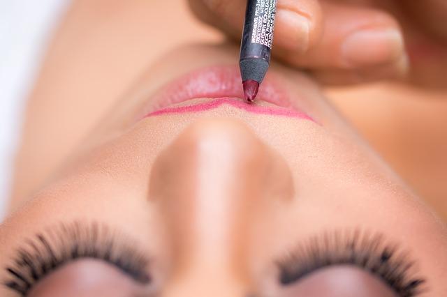 lipstick-1942173_640